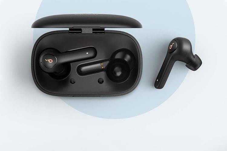Die In Ear Kopfhörer Soundcore Life P2 ähneln optisch den Apple AirPods