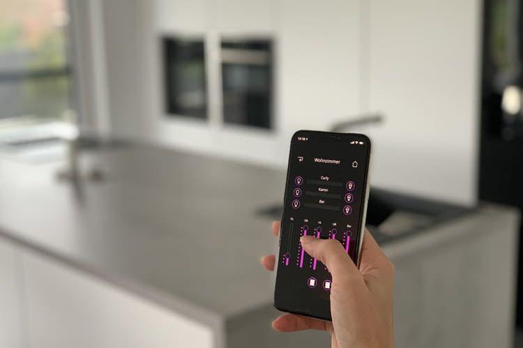 SMACTOME richtet für seine Kunden das gesamte Smart Home System ein
