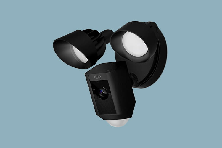 Ring bietet seine Floodlight Cam in weißer oder schwarzer Ausführung an