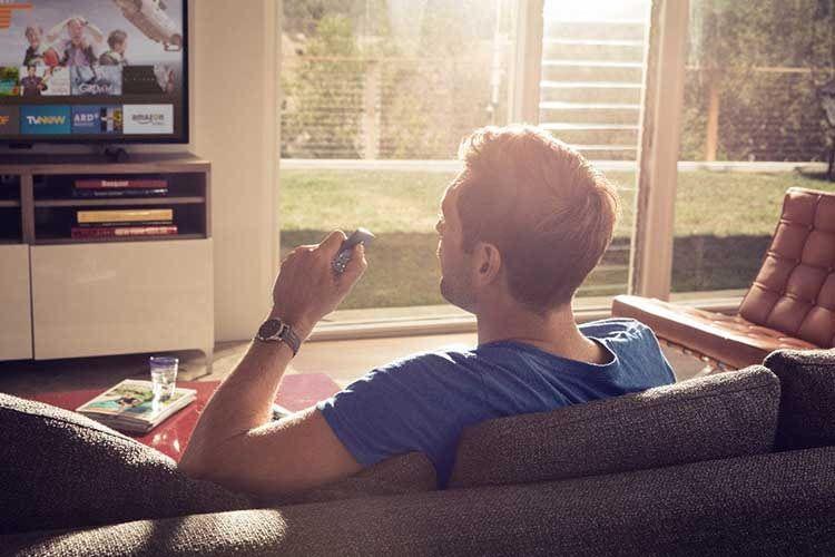 Amazon Fire TV Stick bietet Videostreaming, Sprachassistentin Alexa und Smart Home Funktionen