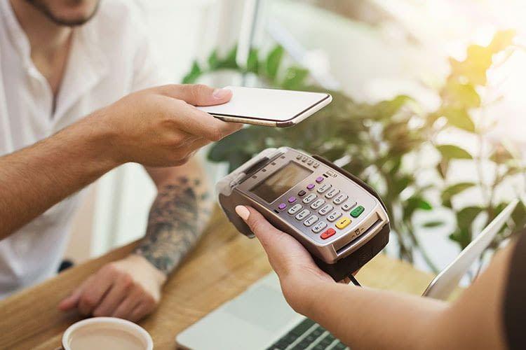 Der Bezahlservice Apple Pay hat viele Möglichkeiten, mobiles Bezahlen sicherer zu machen