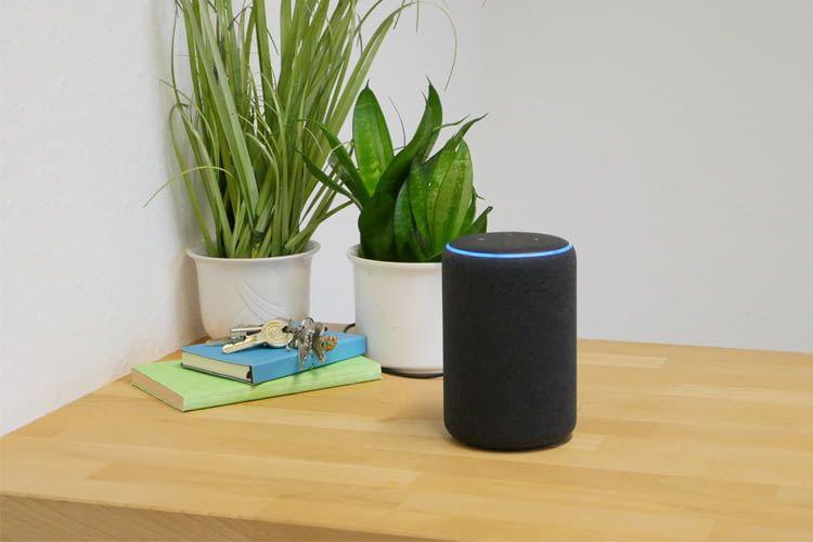 In der neuesten Generation ähnelt der Echo 3 der Premium Variante Echo Plus und macht sich schön im Wohnbereich
