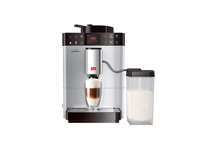 Der Melitta Caffeo Varianza CSP F570-101 Kaffeevollautomat ist in silber oder schwarz erhältlich