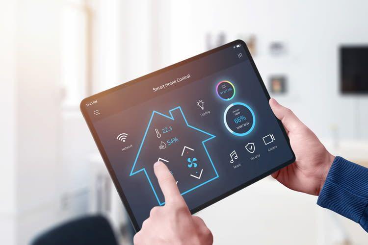 Janis Jebautzke zeigt am eigenen Beispiel wie man Smart Home Geräte am besten integriert