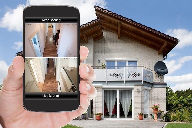 Viele smarte Kameras sind inzwischen App steuerbar und zeigen auf dem Smartphone ein Live-Bild