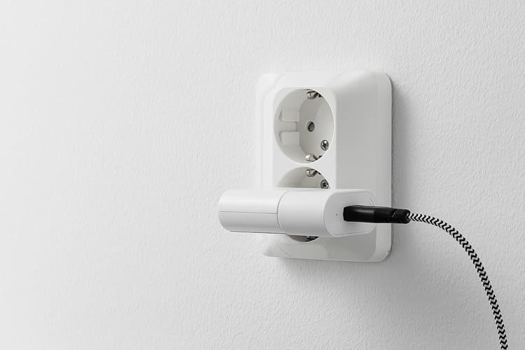 Der IKEA TRÅDFRI Signalverstärker passt an jede herkömmliche Steckdose