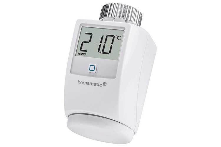 Das Homematic IP Heizkörperthermostat von eQ-3 verfügt über große Digitalanzeige, die leicht ablesbar ist