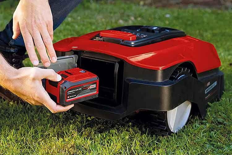 Der Akku der Einhell FREELEXO Mähroboter lässt sich in anderen Geräten der Power-X-Change Akku Plattform verwenden