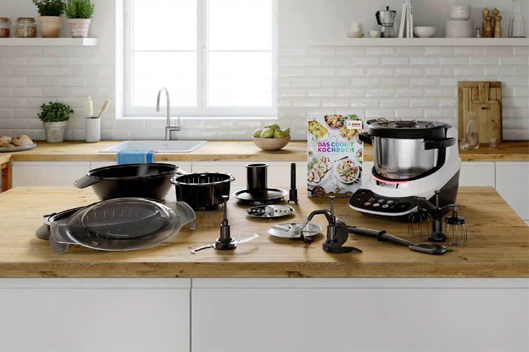 Bosch Cookit bringt viel Zubehör wie Spatel, Dampfgaraufsatz oder Kochbuch mit
