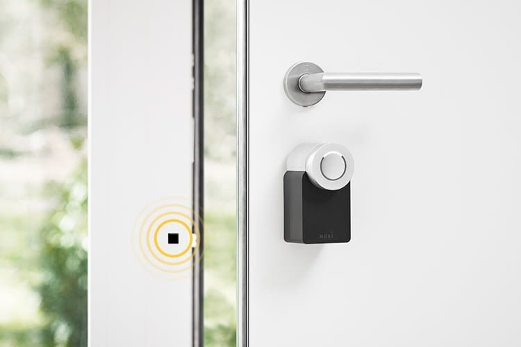 Nuki Smart Lock 2.0: Das elektronische Türschloss erkennt mittels Magnet auch, ob die Tür offen steht