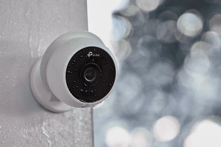 Optisch erinnert KC200 an die deutlich teureren Modelle Nest Cam Outdoor und Logitech Circle 2