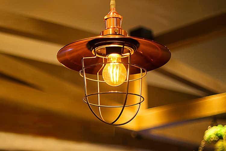 Die TP-Link Kasa Smart Filament in Bernstein Gelb ist ein optisches Highlight und erzeugt einen industrial Style