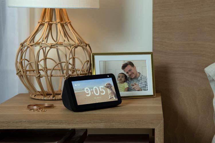 Auf dem Nachttisch überzeugt das Echo Show 5 Display, ansonsten bevorzugen wir Echo Show 8
