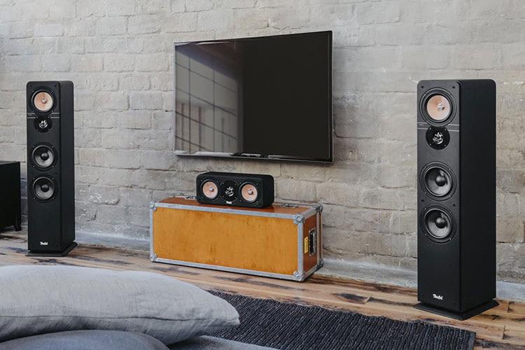 Cineasten erleben mit einem 5.1 Soundsystem immersiven Klang während dem TV-Abend