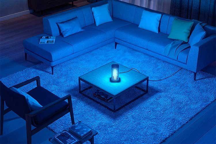 Die Philips UV-C Tischleuchte hilft Oberflächen zu desinfizieren