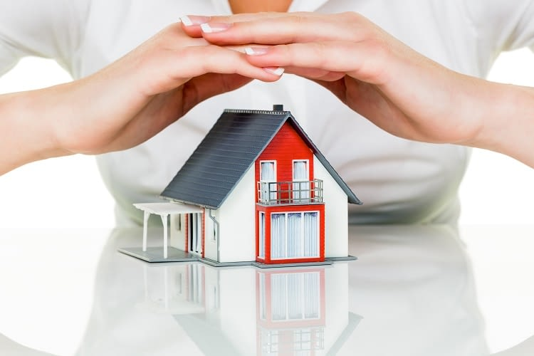 Alexa verkauft Zusatzversicherungsprodukte für die Deutsche Familienversicherung