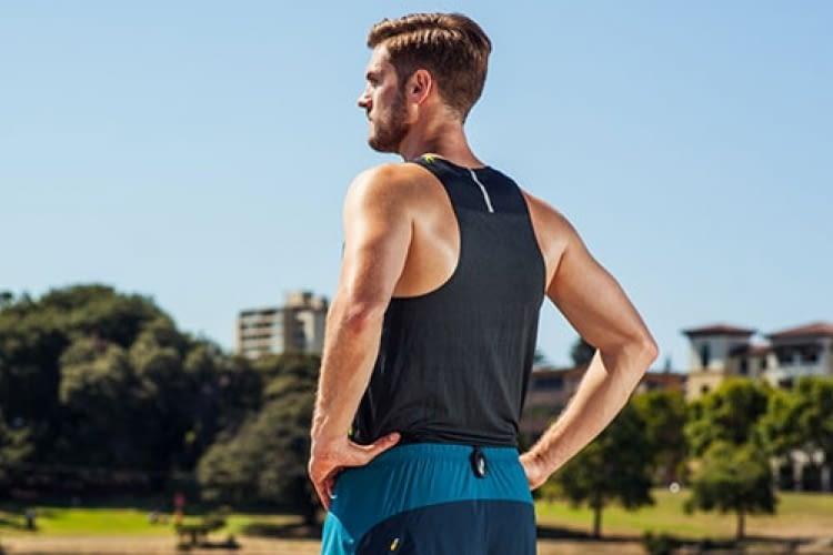 Der Lumo Run Sensor kann an reguläre Sporthosen geclipt werden