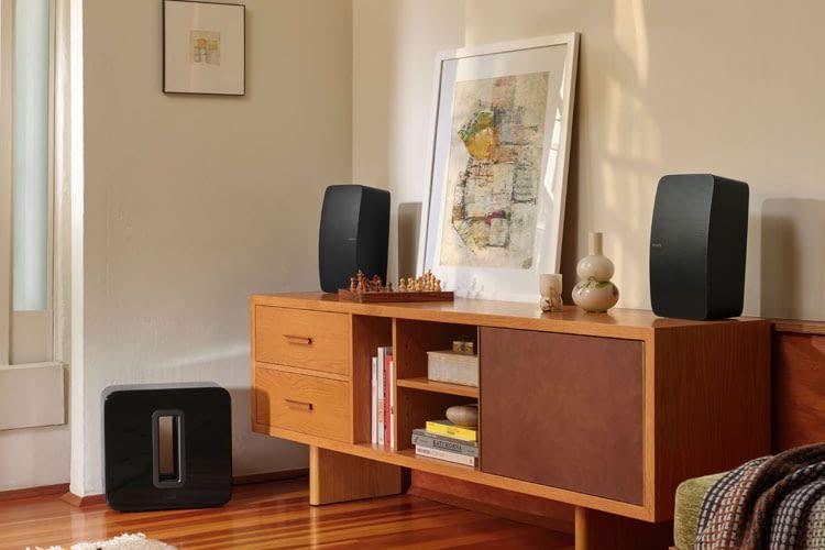 Nutzer können verschiedene Sonos Lautsprecher verbinden und erhalten dann beispielsweise ein 2.1 Sound-System