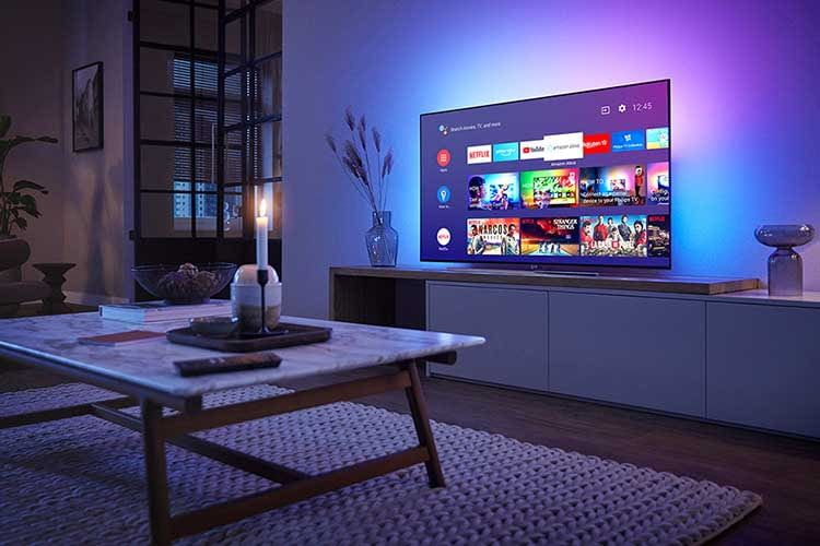Philips OLED 854 bietet dreiseitiges Ambilight und unterstützt werksseitig die Sprachassistenten Google Assistant und Alexa