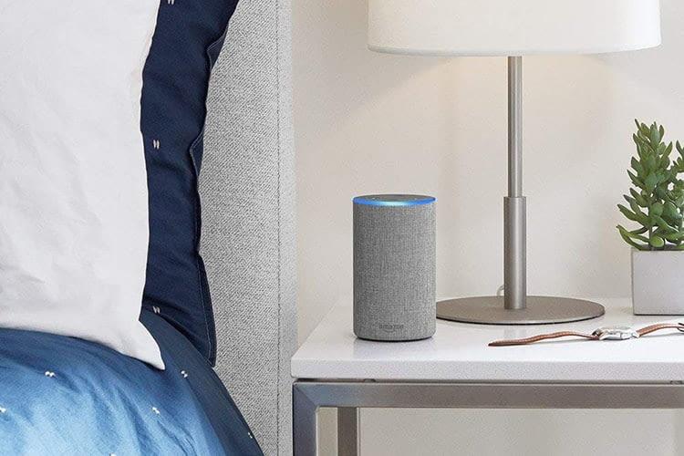 Wenn der Lichtring blau leuchtet, sendet Alexa Informationen in die Amazon-Cloud