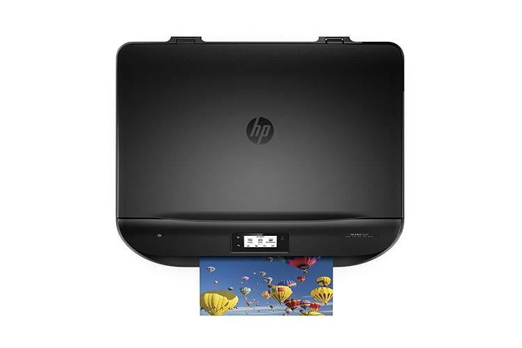 Das Touch-Display von HP ENVY 525 erleichtert die Bedienung des Mulstifunktionsdruckers, auch bei ausgeschaltetem Computer