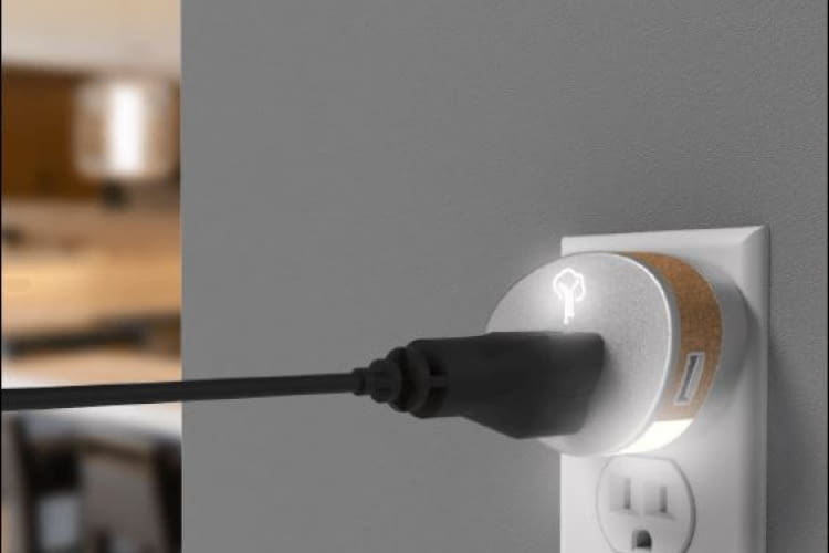 YzOak Smart Home System durch sprachgesteuerte Plugs