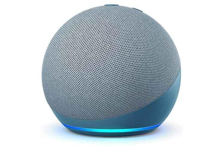 Echo Dot 4 in blau-grau präsentiert sich in Kugelform