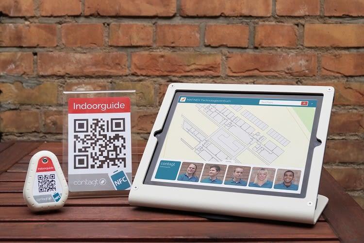 Tags mit QR-Codes und NFC-Technologie leiten mithilfe von Bluetooth-Sensoren den Weg