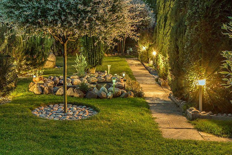 Smarte Gartenbeleuchtung sorgt für schöne Highlights im Außenbereich