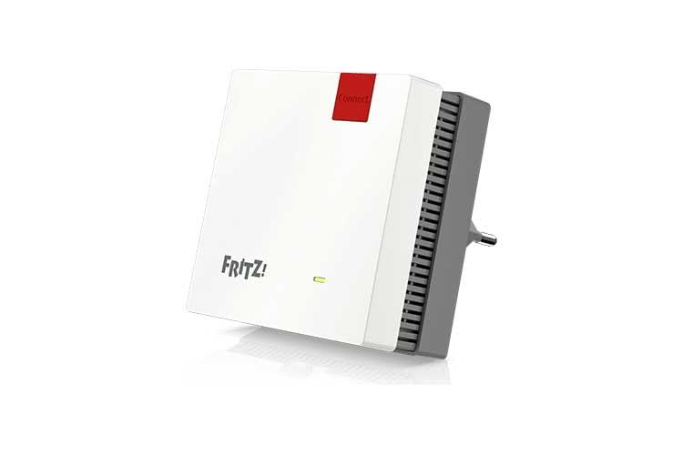 Der neue AVM FRITZ!Repeater 1200 nimmt fast nicht mehr Grundfläche ein als eine Steckdose