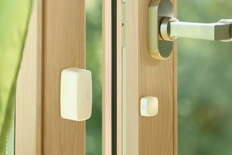 Elgato Eve Door & Window kann an Fenstern und Türen angebracht werden