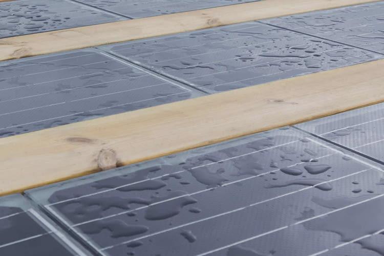 Sonnenenergie nebenbei erzeugt - mit Solarzellen als Bodenplatten