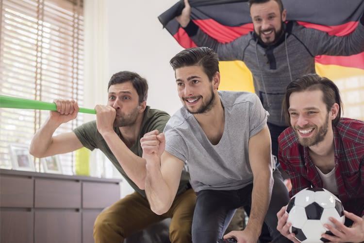 Gemeinsam macht Sport schauen erst so richtig Spaß