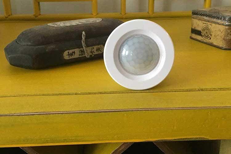 Der NodOn Bewegungsmelder nutzt den EnOcean Funkstandard und arbeitet kabel und batterielos