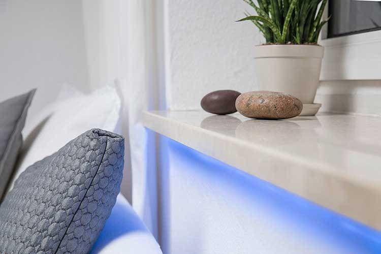 Durch den OSRAM Smart+ Flex 3P Multicolor LED Streifen ergibt sich eine schöne indirekte Beleuchtung, die via App einfach zu ändern ist