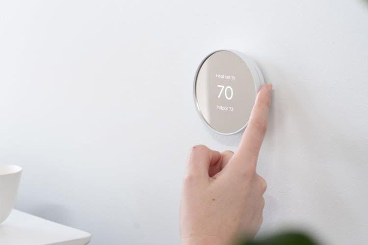 Dieses Thermostat ist manuell, per App oder Sprache bedienbar
