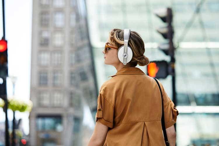 Mit einem Over-Ear-Kopfhörer können Nutzer in tolle Klangwelten eintauchen