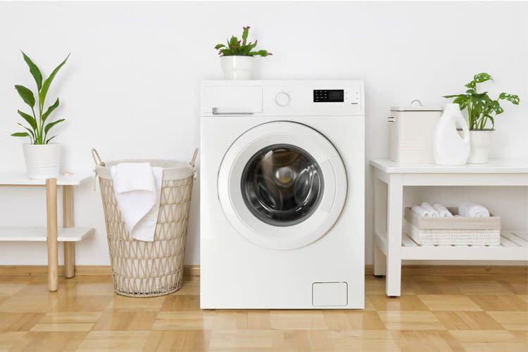 Eine WLAN-Waschmaschine hilft bei der Haushaltsführung Zeit zu sparen