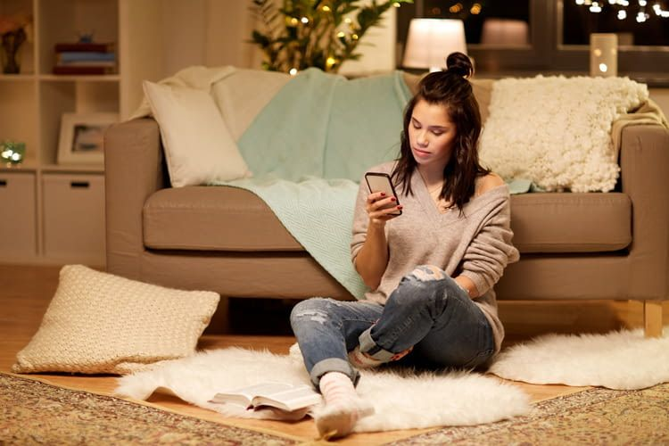 licht per smartphone steuern das sind die besten lampen daf r. Black Bedroom Furniture Sets. Home Design Ideas