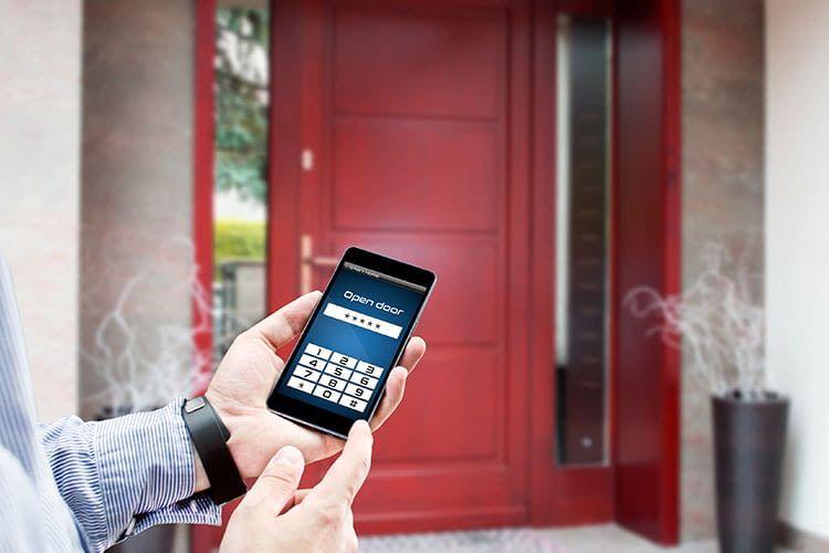 Elektronische Türschlösser versprechen Komfort und Sicherheit - doch was ist mit der Versicherung?