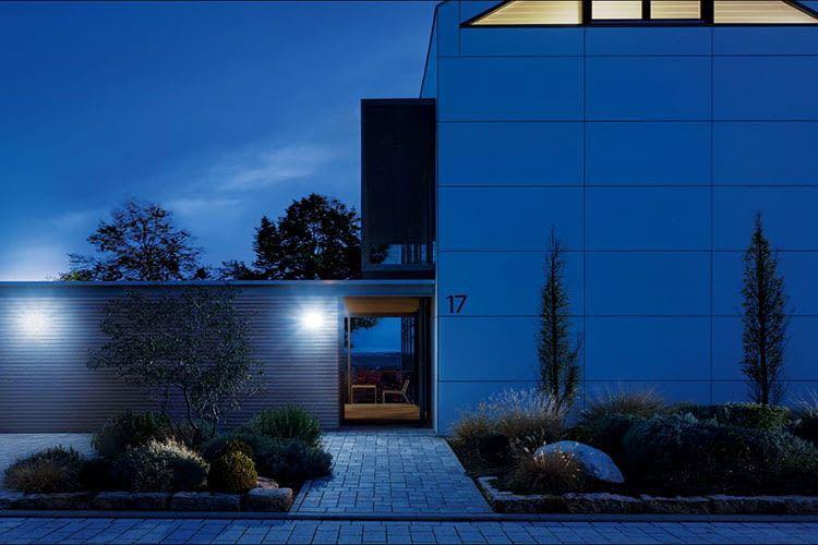 Eine ausreichende Beleuchtung im Außenbereich sorgt bei Dunkelheit für einen sicheren Weg zur Haustür