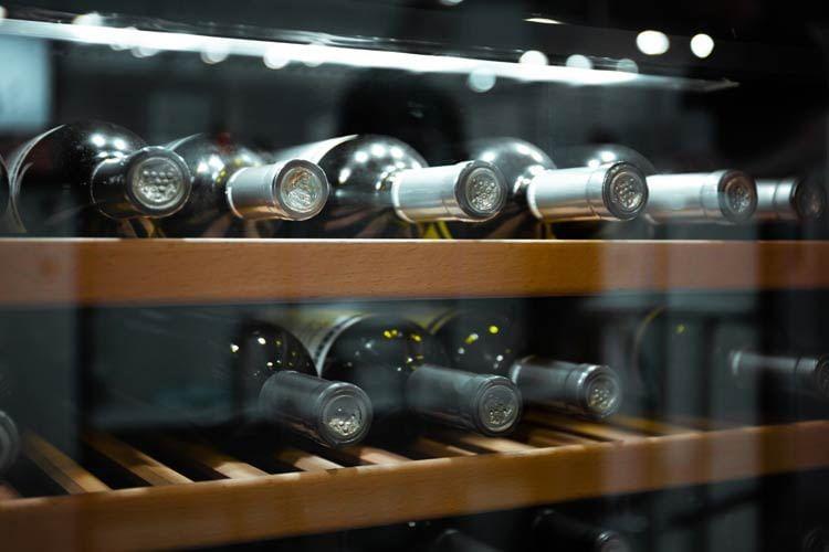 Ein Weinkühlschrank bietet ideale Bedingungen für die Lagerung edler Tropfen