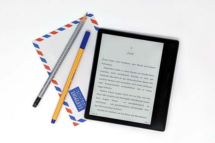 Dank langer Akkulaufzeit und Wasserfestigkeit, geht Amazon Kindle Oasis auch gerne mit auf Reisen