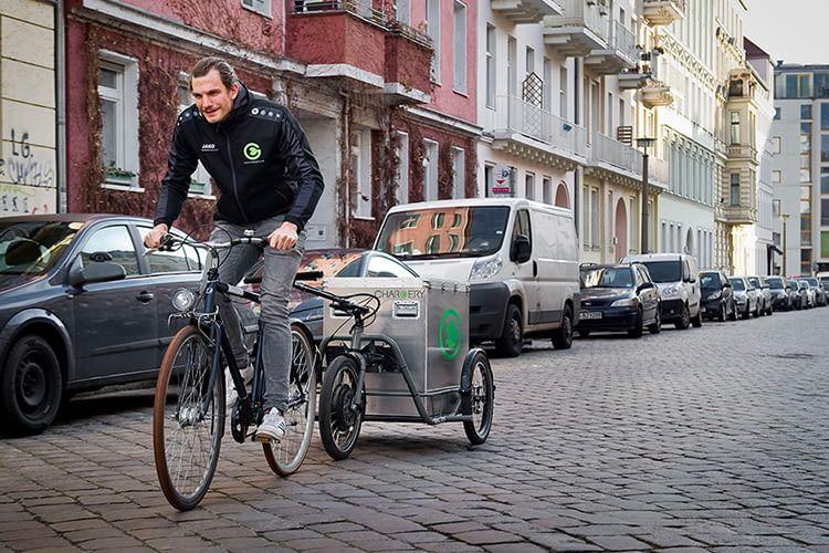 Die Chargery Ladestation für Elektroautos kommt per Fahrrad ans Ziel