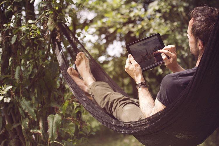 Mit dem devolo dlan WiFi Outdoor Starter Set ist WLAN im Garten kein Problem mehr