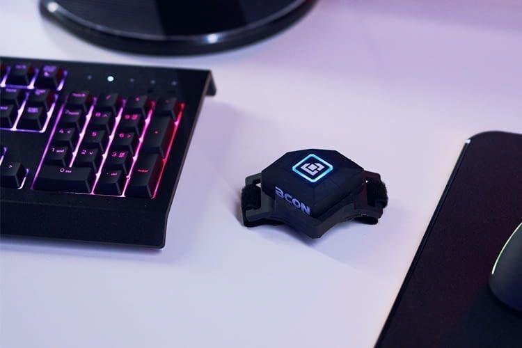 Der Bcon Controller wird (ergänzend zu Maus und Tastatur) zur Bewegungssteuerung am Schuh angebracht