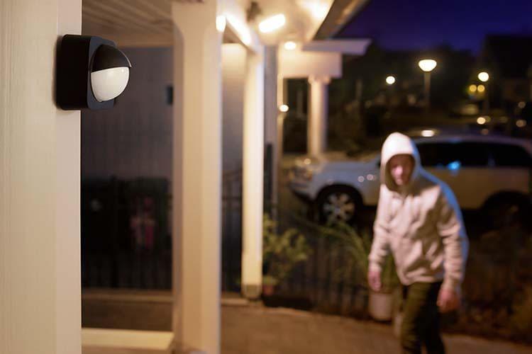 Philips Hue Outdoor Sensor hilft auf ungebetene Gäste aufmerksam zu machen