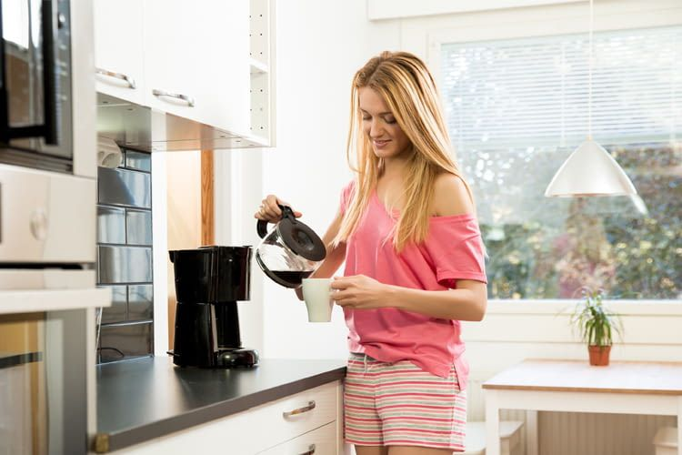 Für Erwachsene sind bis zu vier Tassen Filterkaffee am Tag unbedenklich