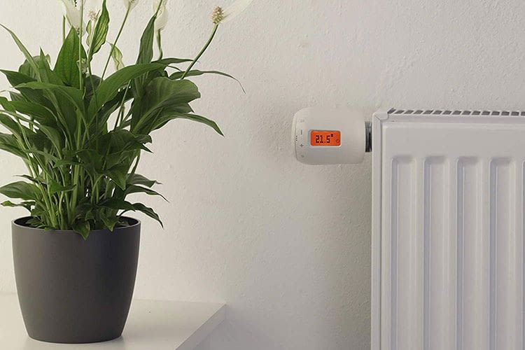 Das Eurotronic GENIUS LCD 100 Thermostat kann um 180 Grad gedreht und deshalb in jeder Perspektive gut abgelesen werden