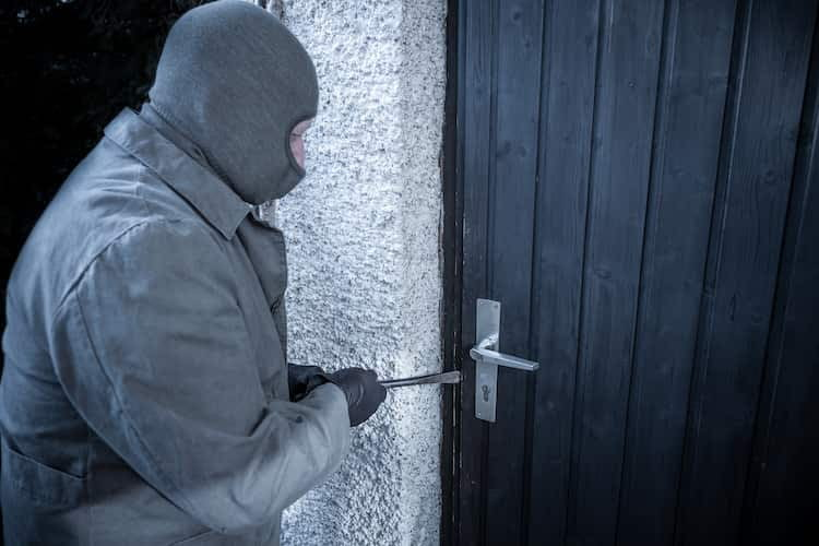 Mit verschiedenen Zusatzsicherungen lässt sich die Türsicherheit um einiges verbessern
